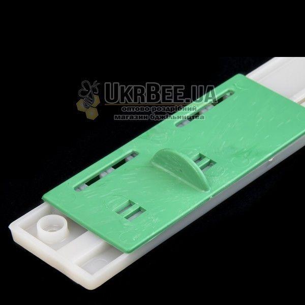 Льотковий загороджувач з отворами. Пластик 175 мм