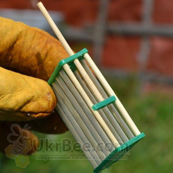 Клеточка для пчелиной матки из бамбукового дерева (рис 3)